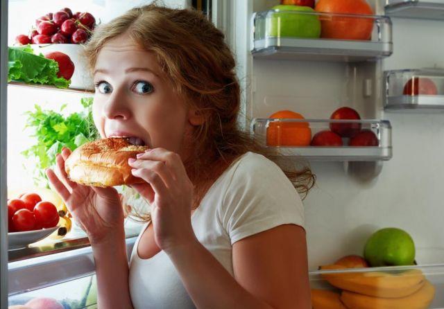 Еда перед сном повышает риск возникновения двух видов рака