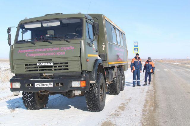 Спасатели дежурят на месте обрушения автомобильного моста через Большой Ставропольский канал