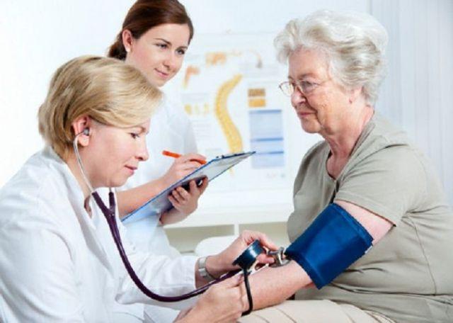 Пожилые жители Ставрополья получат бесплатную медицинскую помощь у врача-гериатра