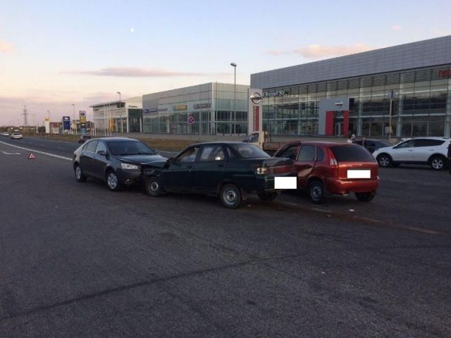 В Ставрополе в тройном ДТП пострадали два человека