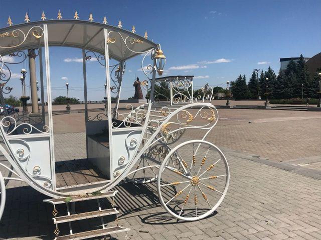 «Карета молодожёнов» переехала на Крепостную площадь Ставрополя