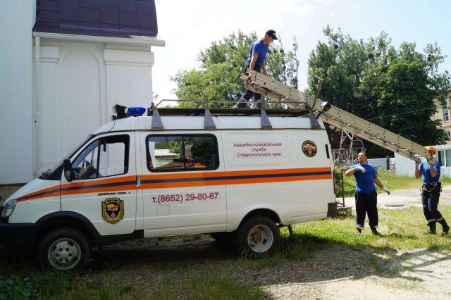 В Ставрополе спасатели открыли квартиру с запертым внутри ребёнком