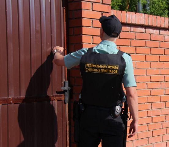 Судебные приставы Ставрополя арестовали ворота