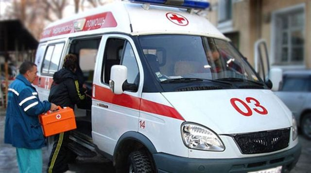 В Ставрополе мужчина выпал из окна и сбежал от врачей