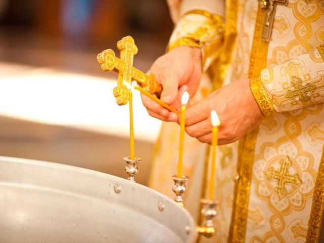 Ставропольского священника отстранили от службы за жестокое крещение девочки