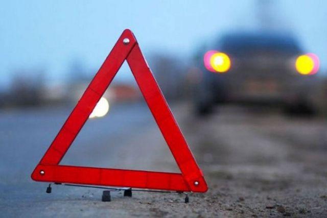В селе под Ставрополем автомобиль слетел с дороги в яму