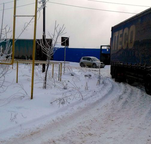 В Ставрополе увязшие в снегу фуры перекрыли движение