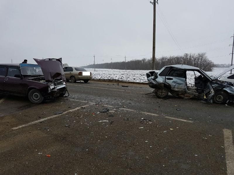 На Ставрополье в тройном ДТП пострадали пять человек