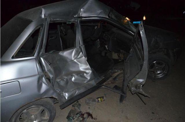 На Ставрополье легковушка врезалась в стоящий трактор, есть погибший