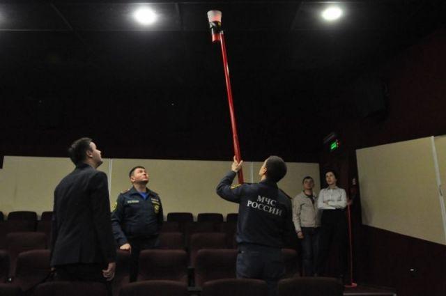 Кинотеатр «Октябрь» Ставрополя стал образцом соблюдения элементарных требований по пожарной безопасности