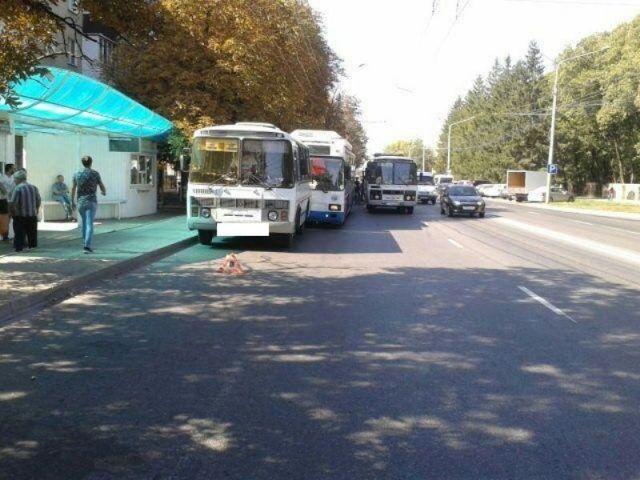 В Ставрополе троллейбус столкнулся с автобусом, есть пострадавшая
