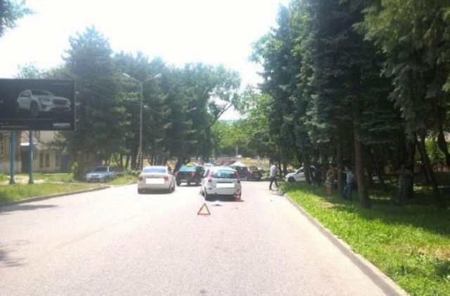 В Пятигорске из-за разгерметизации радиатора автомобиля произошло ДТП