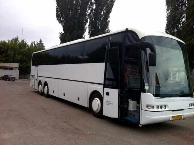 Пассажиры рейса Пятигорск-Ялта едва не провели ночь на улице из-за поломки автобуса