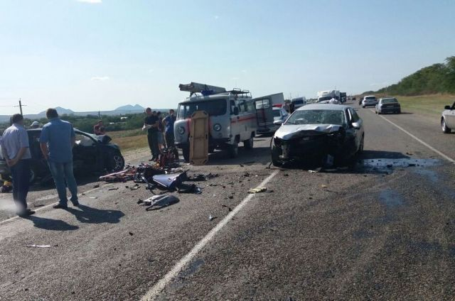 На Ставрополье при столкновении двух иномарок погибли два ребёнка и мужчина
