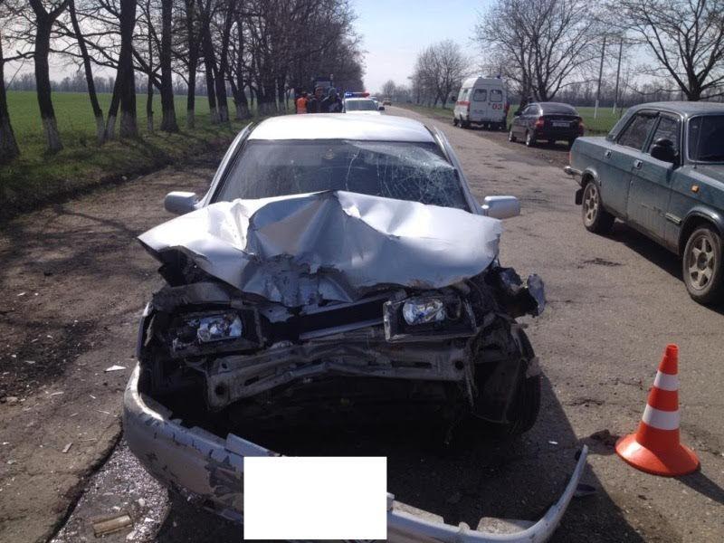НаСтаврополье шофёр  ВАЗа без прав столкнулся страктором