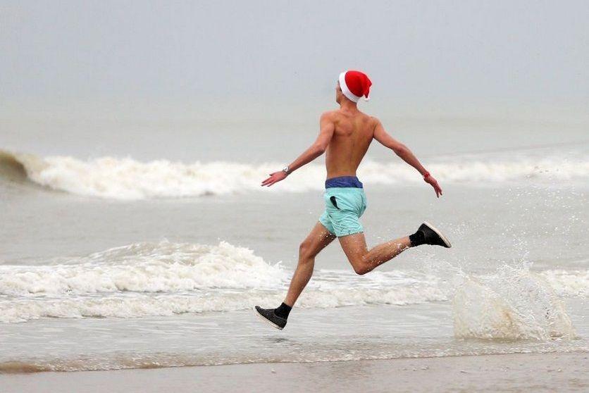 В Анапе из-за холодной воды отдыхающим запретили купаться в море