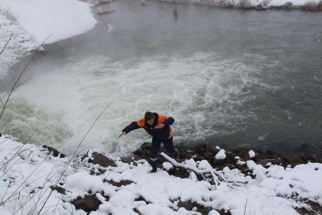 Спасатели исследуют ледовый покров в Ставропольском крае