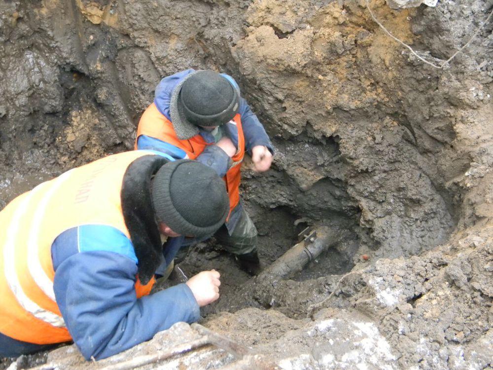 В посёлке Нижнеподкумском ведутся работы по ликвидации порыва сети водоснабжения