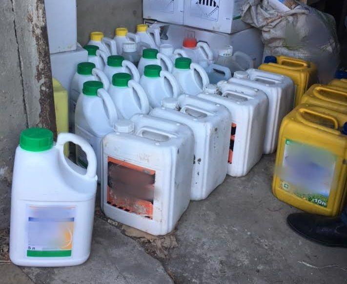 Полицейские задержали ставропольца, укравшего 580 литров ядохимикатов