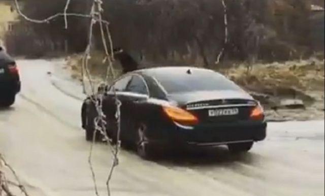 Дрифт Mercedes премиум-класса по гололёду в Ставрополе попал на видео