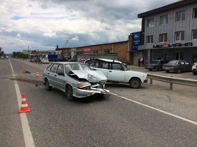 В Ставропольском крае в ДТП столкнулись три автомобиля, есть пострадавший