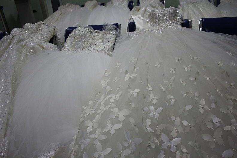 Пассажирка попыталась скрыть от Минераловодской таможни 12 свадебных платьев, 114 платков и 161 метр кружевных лент