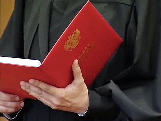 Прежнего полицейского признали виновным вкраже компьютерного оборудования вПятигорске