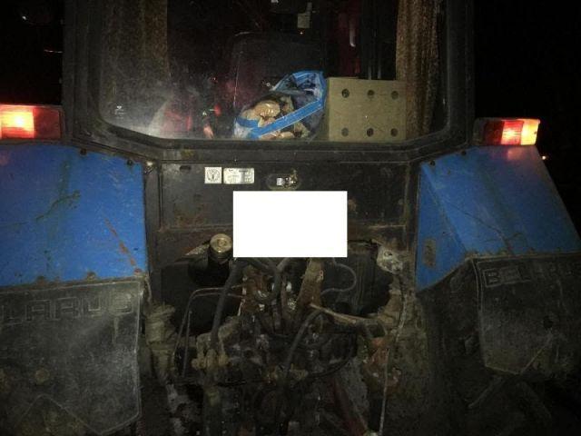 На Ставрополье легковушка столкнулась с трактором и загорелась