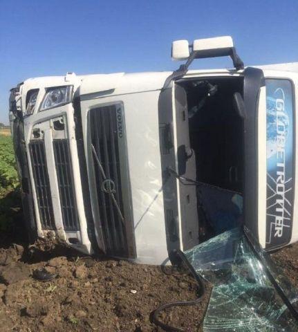 На Ставрополье два человека погибли при столкновении грузовика и легковушки