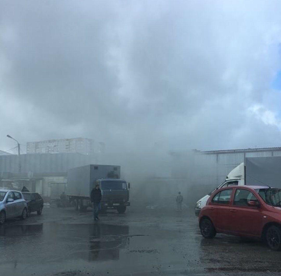 В Ставрополе горит овощная база