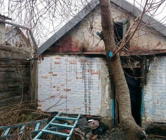 В Георгиевске сгорела летняя кухня, есть погибший