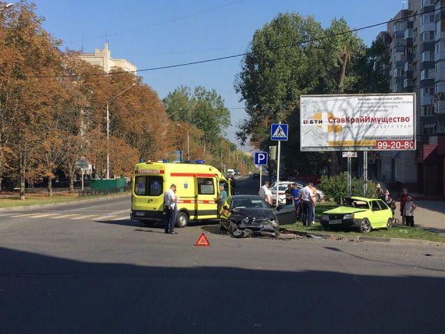 В Ставрополе столкнулись два легковых автомобиля, есть пострадавшие