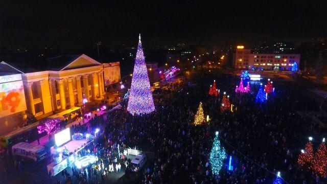 Тысячи ставропольцев пришли отпраздновать Старый Новый год на площадь Ленина