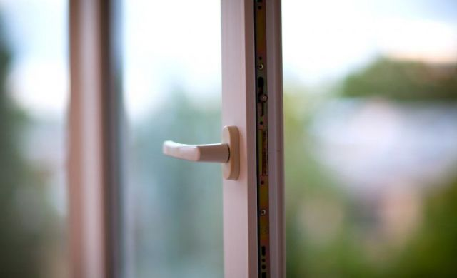В Ставрополе из окна многоэтажного дома выпал мужчина