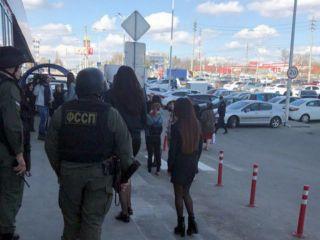 5c2050772c66 В эти минуты судебные приставы Ставрополья пытаются закрыть ТРЦ ...