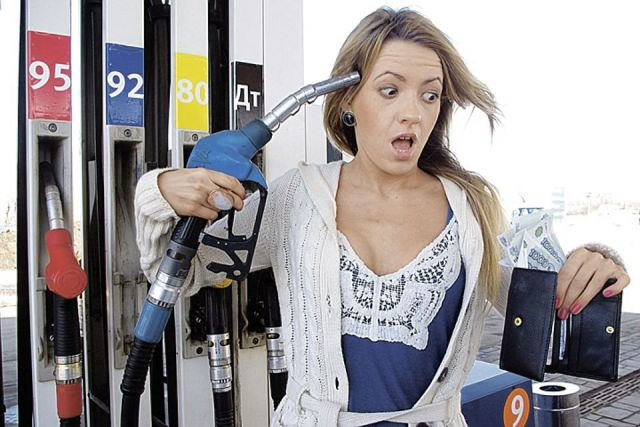 Глава Роснефти рассказал о причинах роста цен на бензин