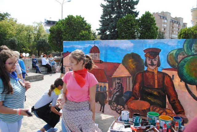 На городских остановках в Ставрополе появились детские рисунки