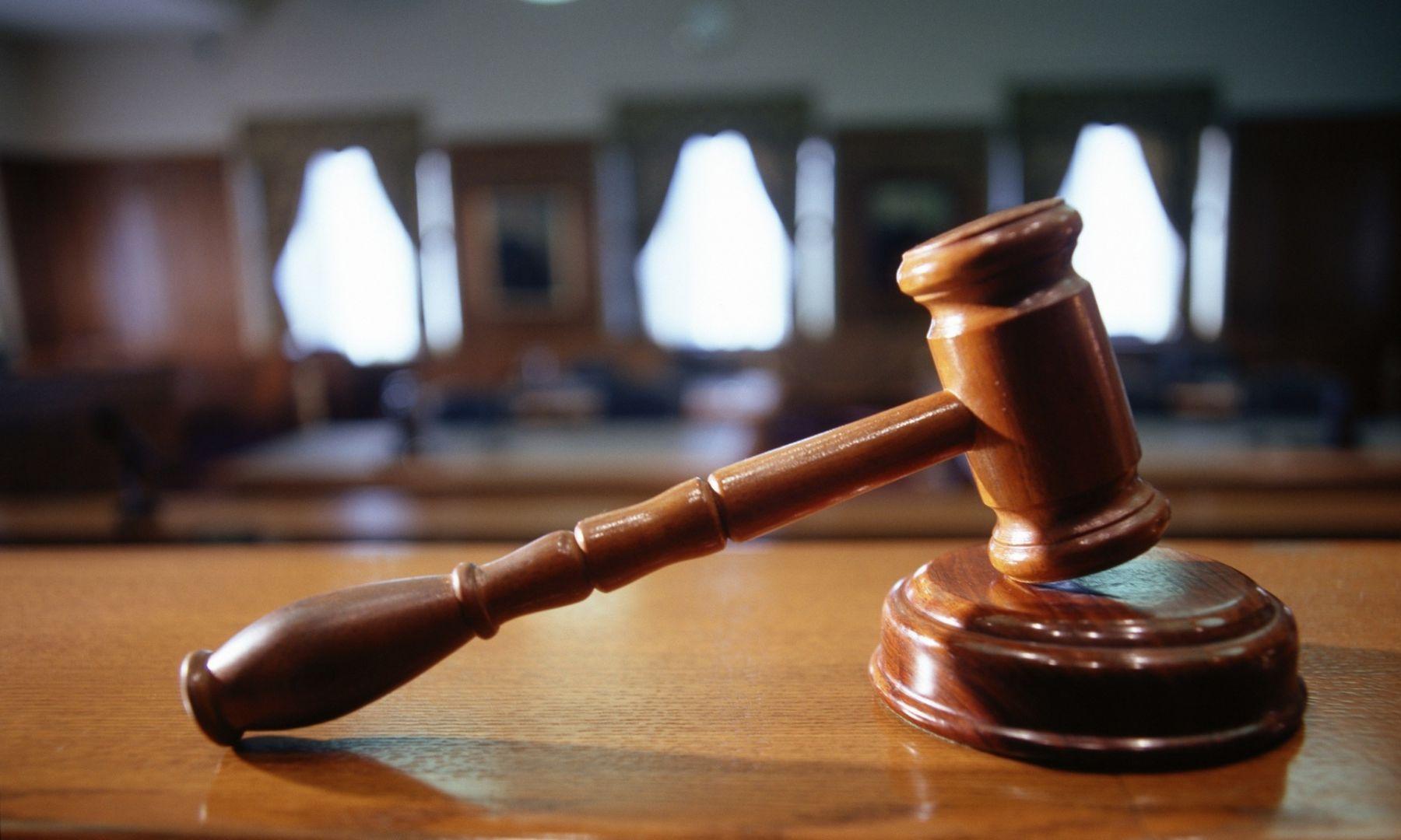 2-х полицейских вНевинномысске обвиняют вполучении взятки посговору