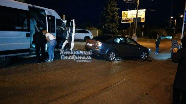 В Ставрополе иномарка столкнулась с маршруткой