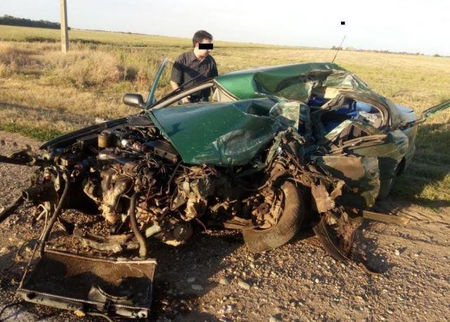 На Ставрополье легковушка врезалась в грузовик, есть погибший