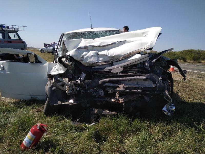 Жуткое ДТП наСтаврополье: столкнулись «ГАЗель» и«Приора», умер один человек