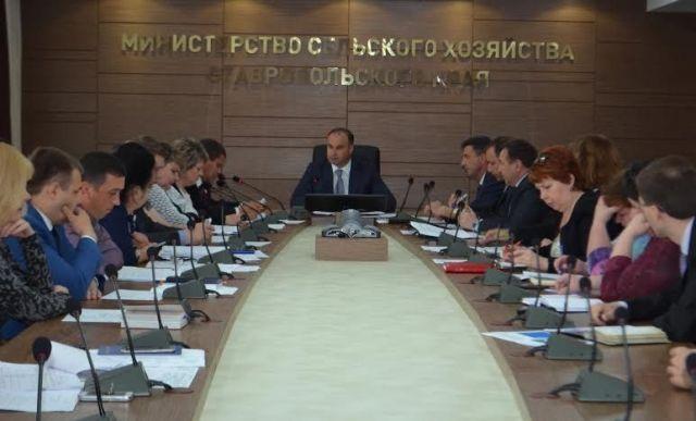 Импортозамещение и борьбу с саранчой обсудили в Минсельхозе края