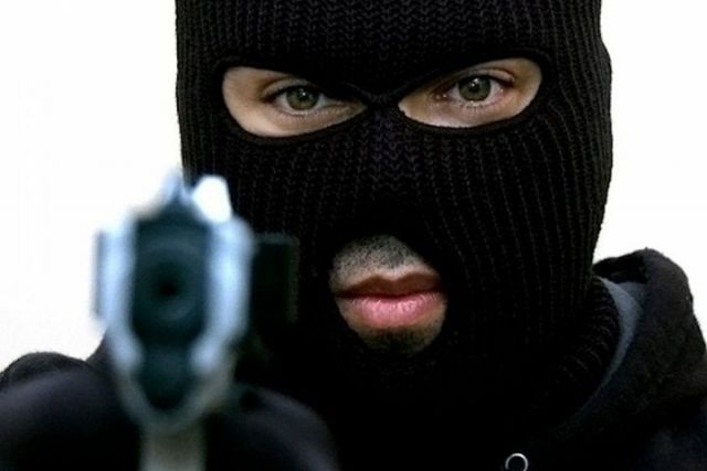 Ставрополец с пистолетом обокрал магазин