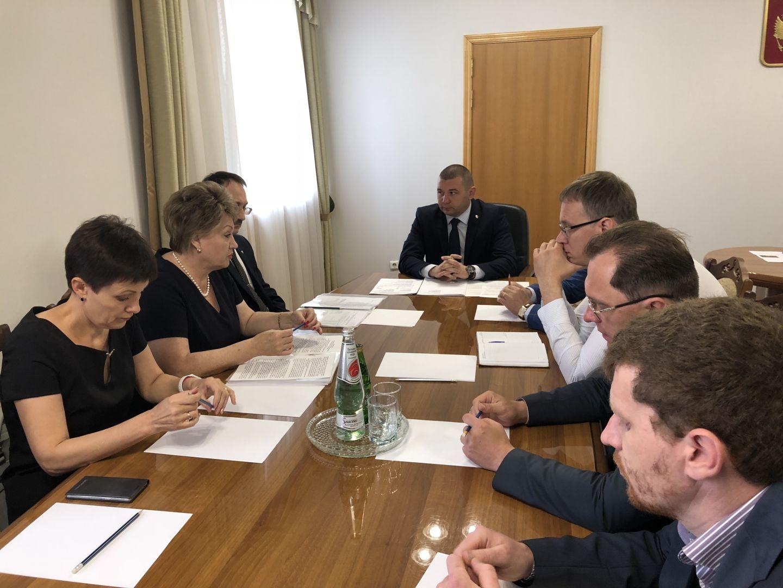 Строительство новой школы и детского сада в Михайловске обсудили в краевом центре