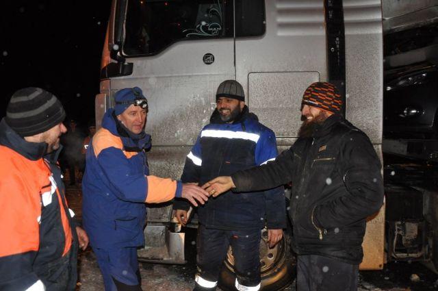 Спасатели Ставрополья оказали помощь водителям автовоза