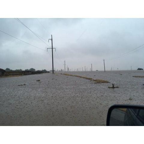 Из-за непрекращающегося дождя восточные районы Ставрополья затопило