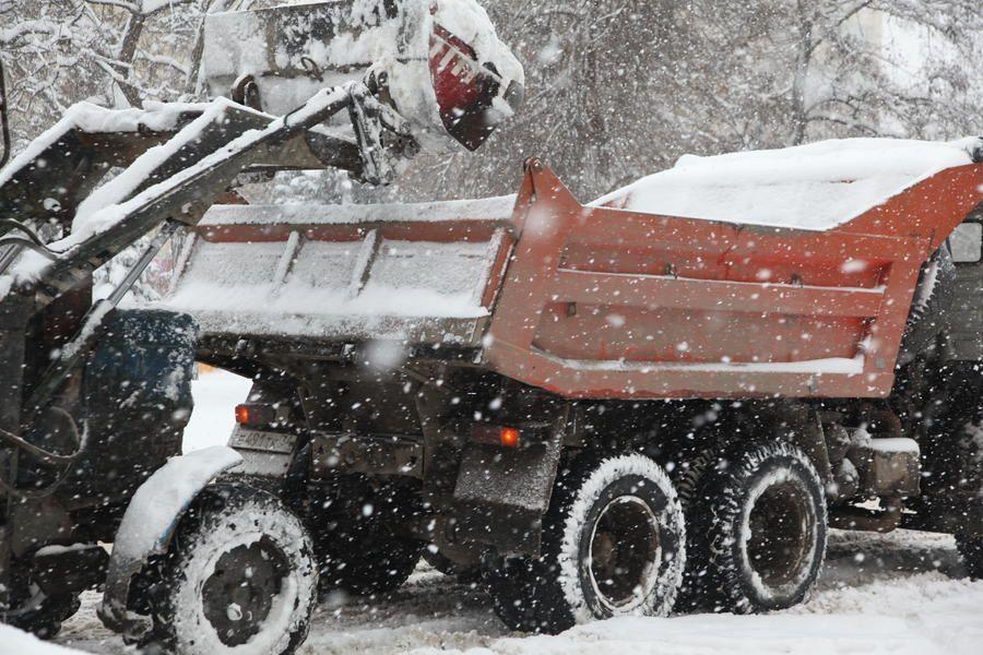 Уборка снега вСтаврополе началась еще в 12 часов ночи