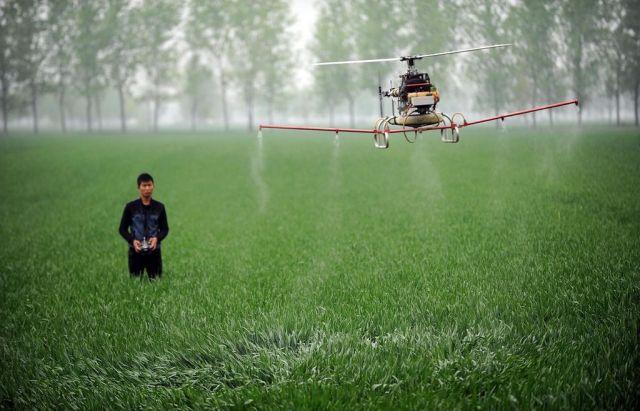 Китайские учёные презентовали новоселицким аграриям новые дроны