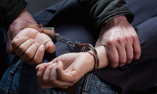 В аэропорту Минвод ставропольские полицейские задержали подозреваемого, которого искали 13 лет