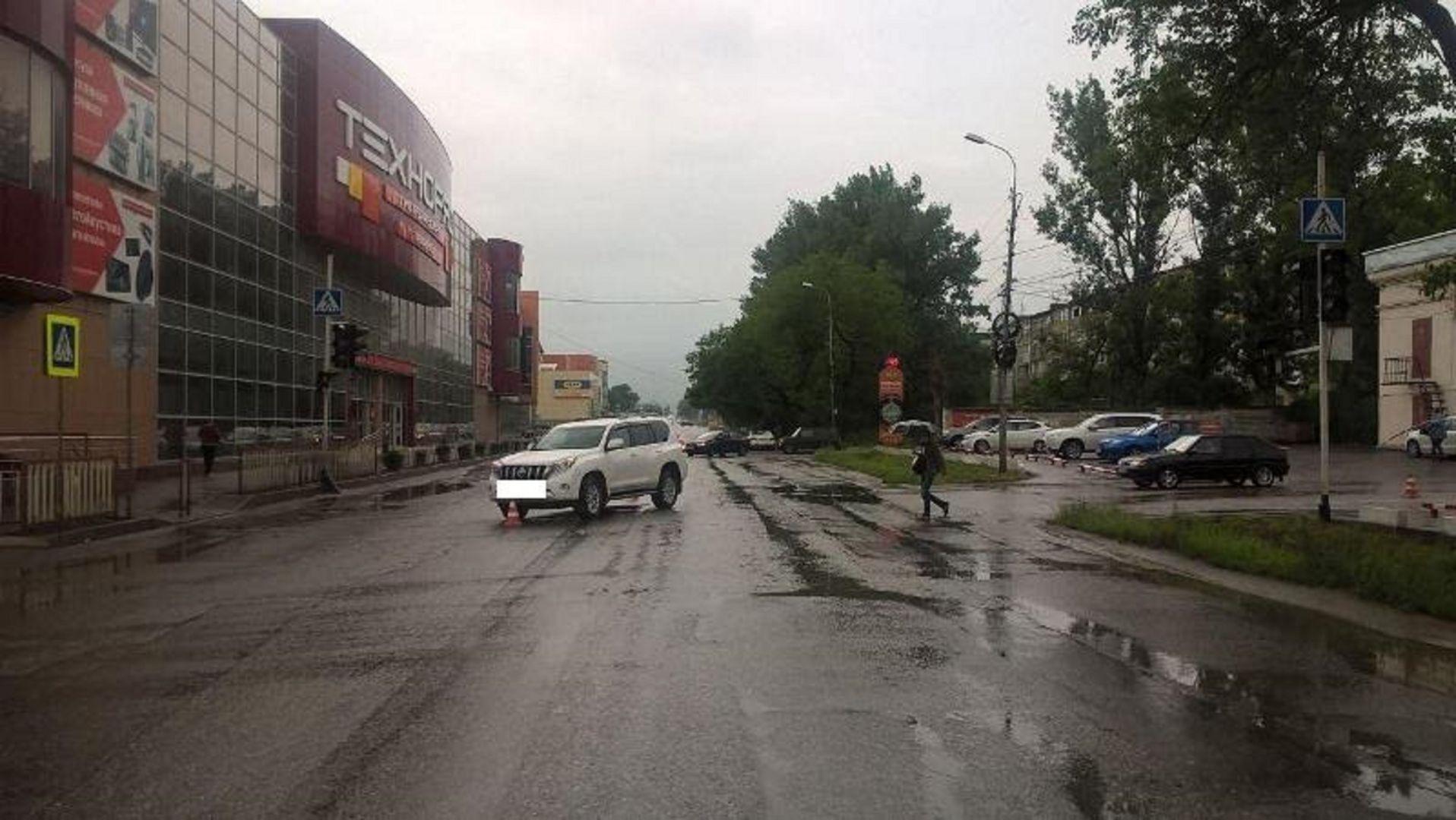 ВПятигорске «Ланд Крузер» сбил пешехода напереходе